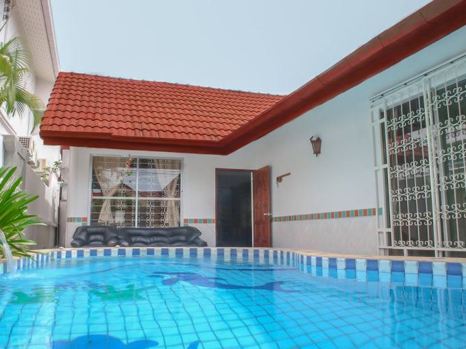 suksabai pool villa house south pattaya rent-swimming pool is beside the house