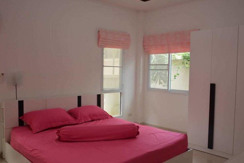 queen size bed 1