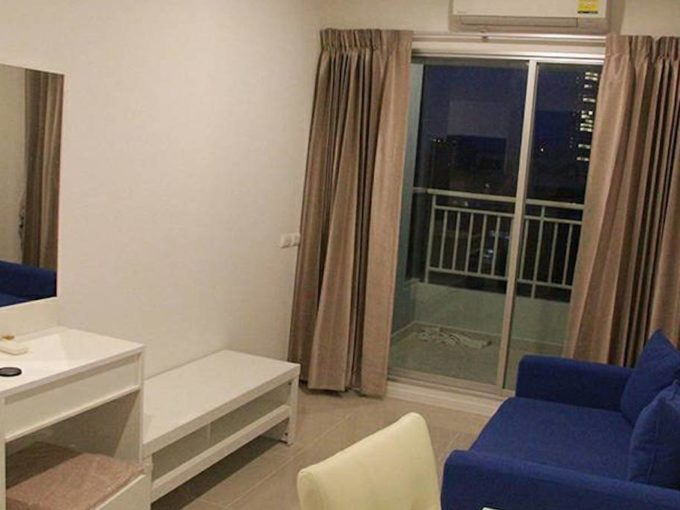 1 bed 32 square meters lumpini park condo jomtien - blue couch