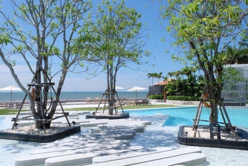 beachfront pool walk