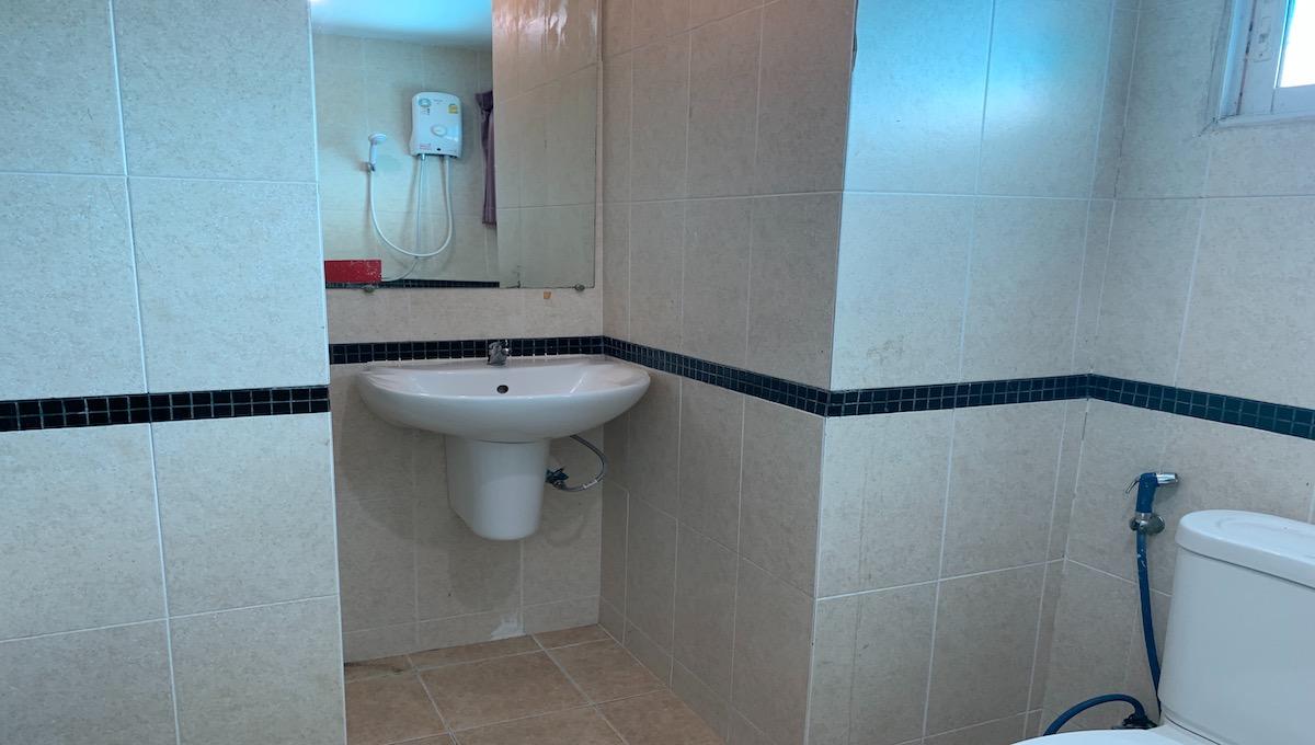 bm2-802-bathroom